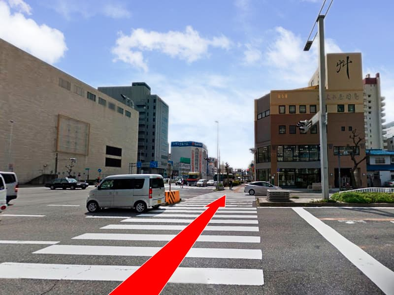 渡った「葵町西」の交差点を左折し「錦通」を横断します。