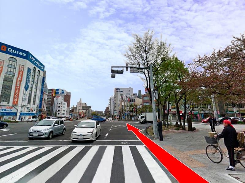 「広小路葵」の交差点も真っ直ぐに渡り、「広小路通」を横断します。